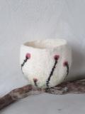 vide-poche-blanc-à-fleurs-roses-laine-feutrée