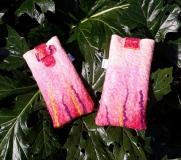 étui-rose-herbes-violettes-jaunes