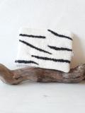 pochette-zèbre-D-laine-feutrée