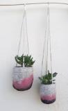 suspensions-laine-feutrée-et-macramé-roses-grises